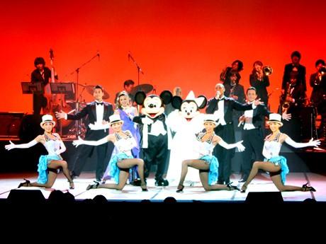 ミッキーマウスとミニーマウスがステージを盛り上げた「東京ディズニーリゾート・スペシャルショーwith 洗足学園音楽大学SWINGIN' EXPRESS!!」