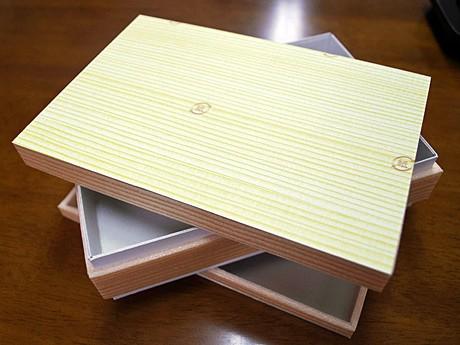 日本海藻食品研究所が開発した、上下におかずが入れられる弁当容器
