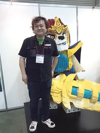 金沢出身でこのイベントの中心的役割を担う「レゴモデルビルダー」直江和由さん