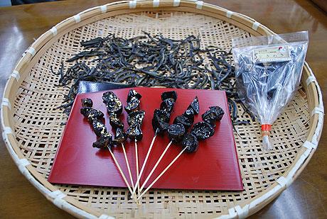 金沢の郷土食「ドジョウのかば焼き」を模した菓子