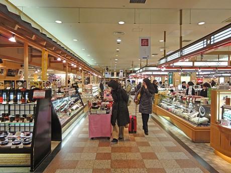 閉館セールを開催中の金沢百番街「おみやげ館」