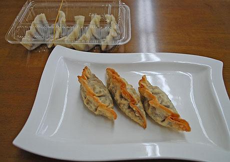 日本海藻食品研究所が販売を開始した「揚げあんギョーザ」