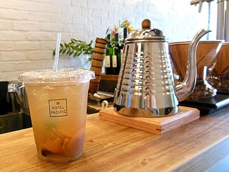 1階フロントがコーヒーショップの「ホテルパシフィック金沢」。旅行客と地元の方との新しい交流の場を目指す。