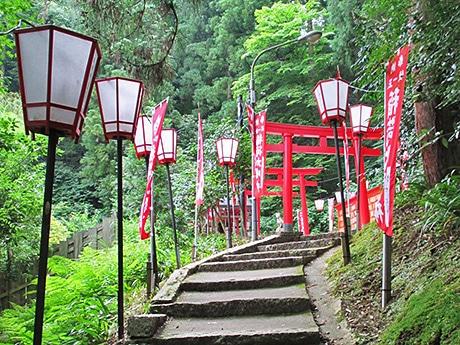 開催場所の金沢・湯涌温泉「稲荷神社」