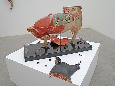 「ウシと牛」の展示風景