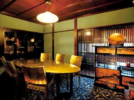 調度品がぜいたくな空間を演出する「特別室 青竹土壁の間」