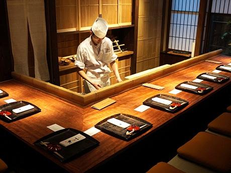町家を改装した日本料理店「金澤 一乃松」の店内