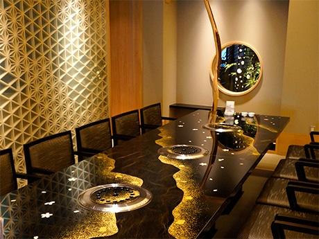 輪島塗のテーブルが置かれた和風特別個室