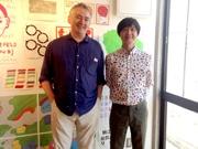 アートディレクター水口克夫さん(右)と、フランス人アーティストポール・コックスさん(左)