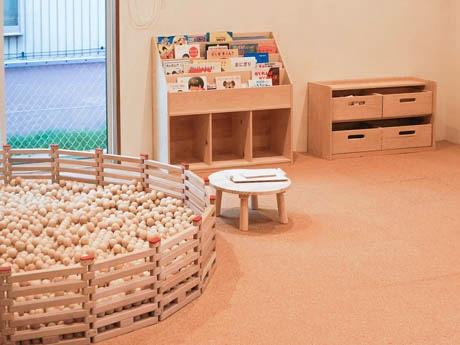 地元産材「能登ヒバ」製5000個の木の玉プール