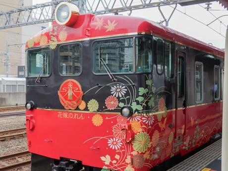 観光列車「花嫁のれん」の外観
