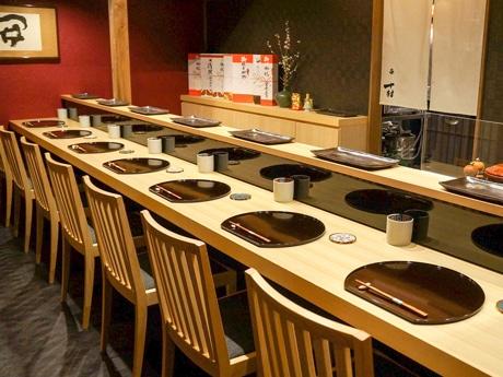 「串 十村」のカウンター席
