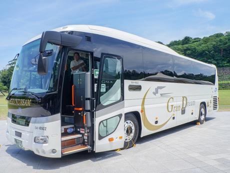 8月運行開始の新型車両「北陸道グラン昼特急大阪号」