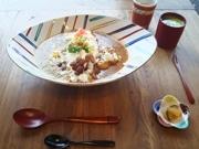金澤カレー人気店が限定「KOGEIカレーセット」 九谷焼や山中漆器の器で