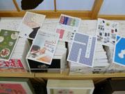 金沢のギャラリーで20年目を記念した企画展 600回分の内容・案内ハガキ展示