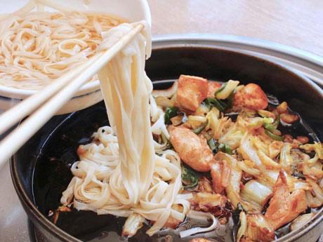 とり白菜鍋の締めの新メニュー「糖質ゼロ麺」