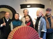 金沢で「和傘をめぐるOTOKOTACHI」 県内の伝統工芸士や作家らの作品を展示