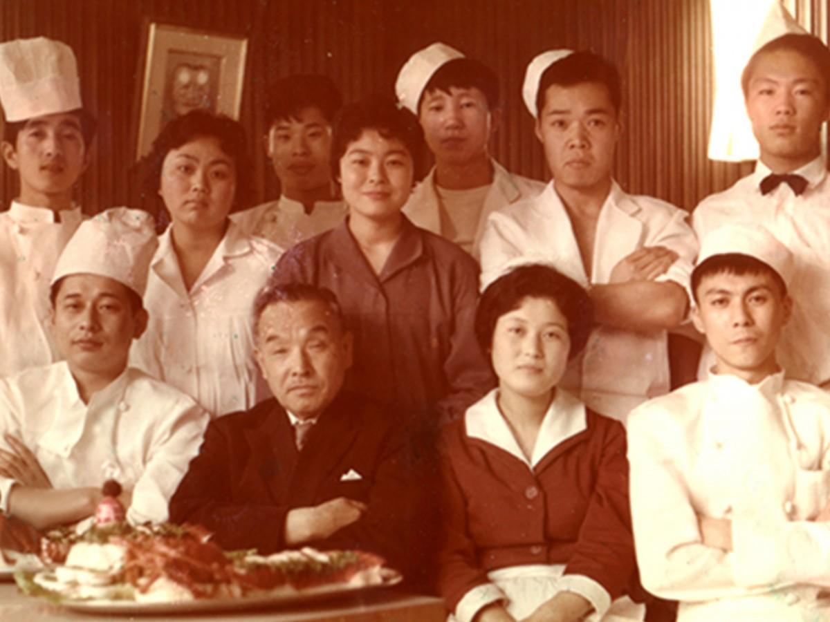 田中さんが独立前に勤めた「レストラン ニューカナザワ」での写真
