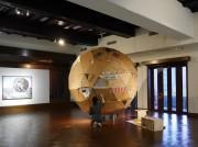 金沢出身美術家・指江昌克さんが凱旋個展 球体作品を公開制作する試みも