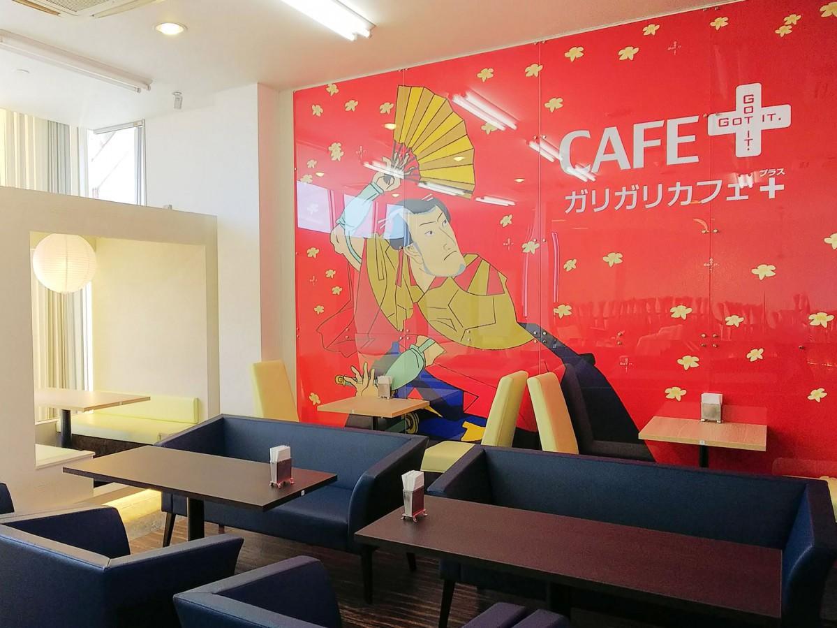 和モダンをコンセプトにしたカフェ店内