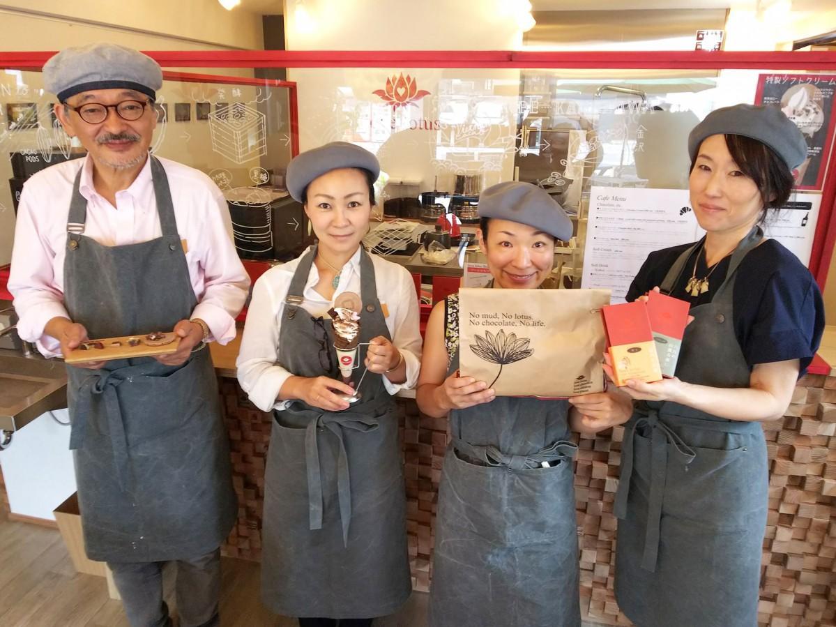 蒲田社長(左から2人目)とスタッフの皆さん