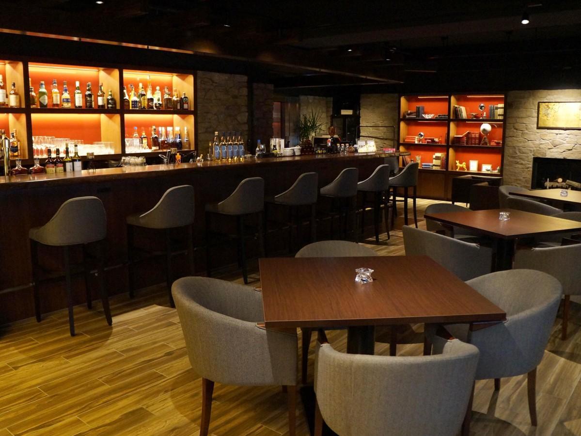 「café & Bar 15」の店内