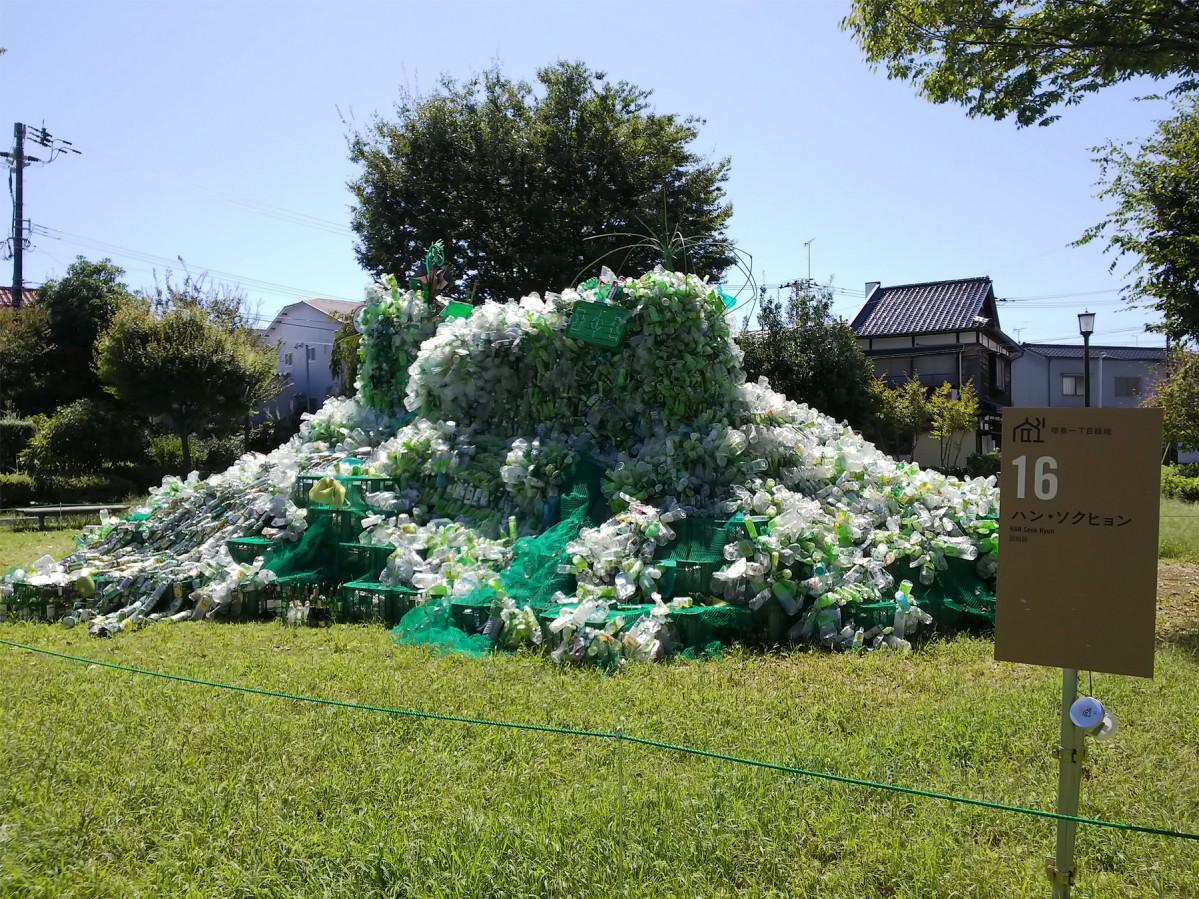 「増泉一丁目緑地」に展示したハン・ソクヒョンさんの作品