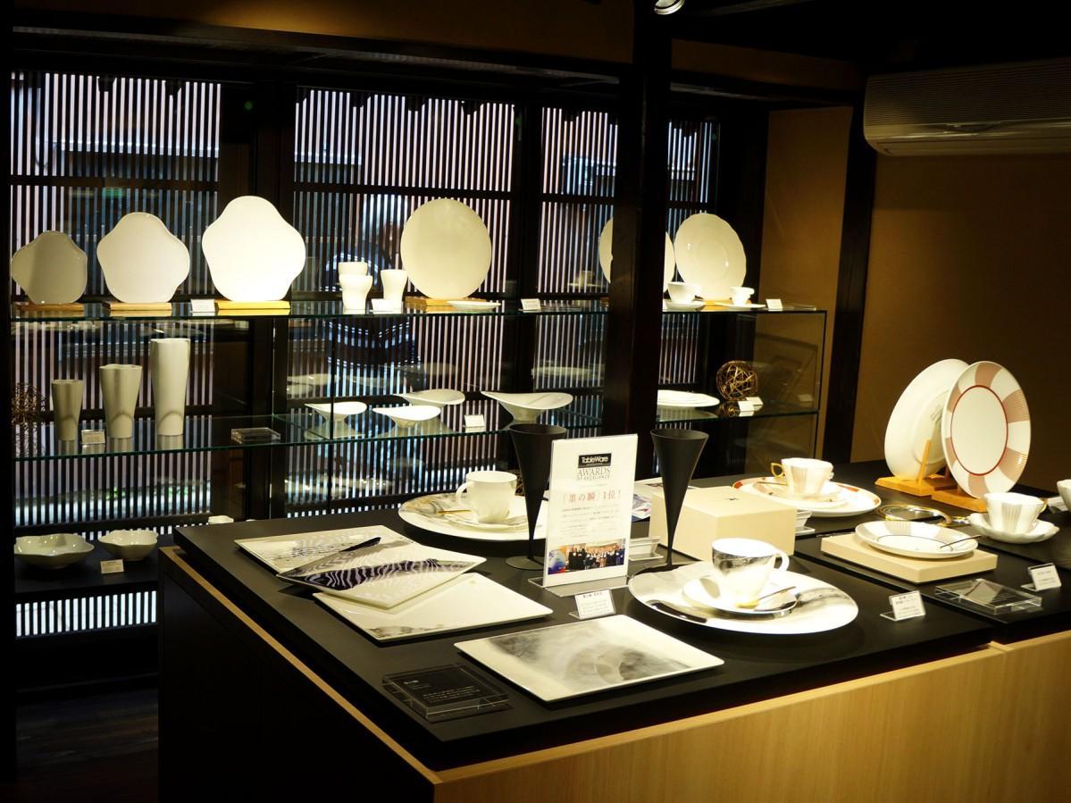 「Tableware shop & caf? 白磁」のショップスペース