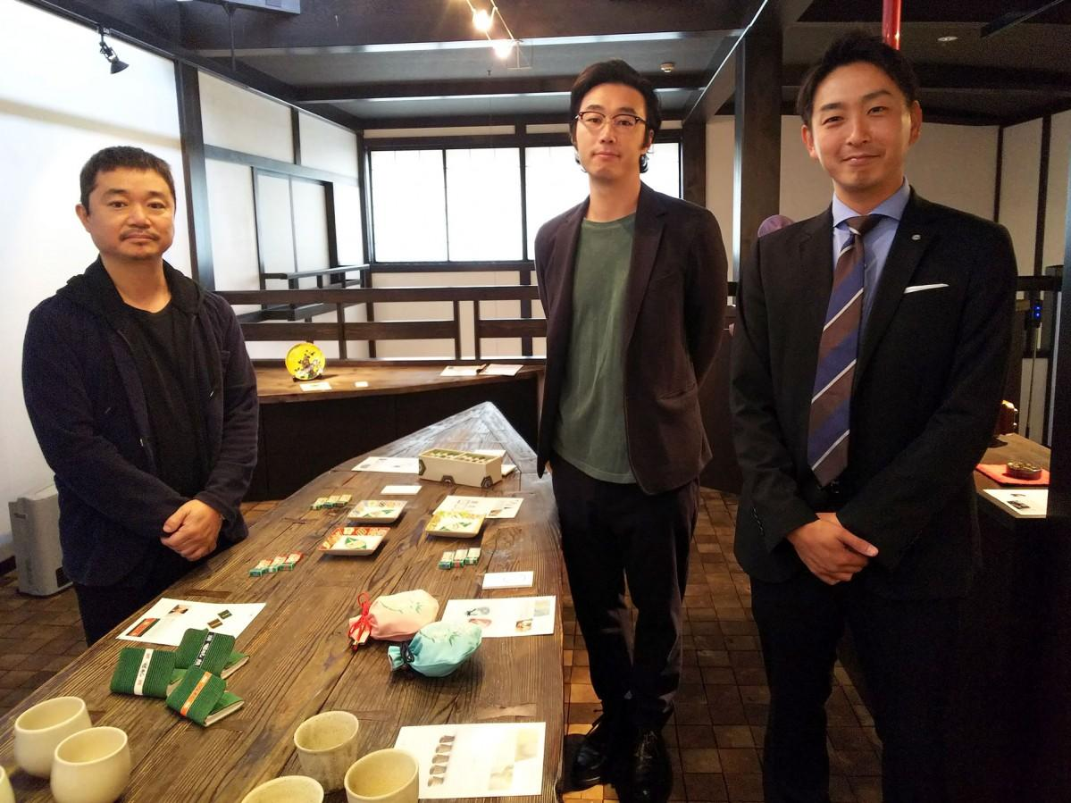 陶磁作家の吉岡さん(左)、ガラス工芸作家の加藤さん(中)、金沢青年会議所の鍛治さん(右)