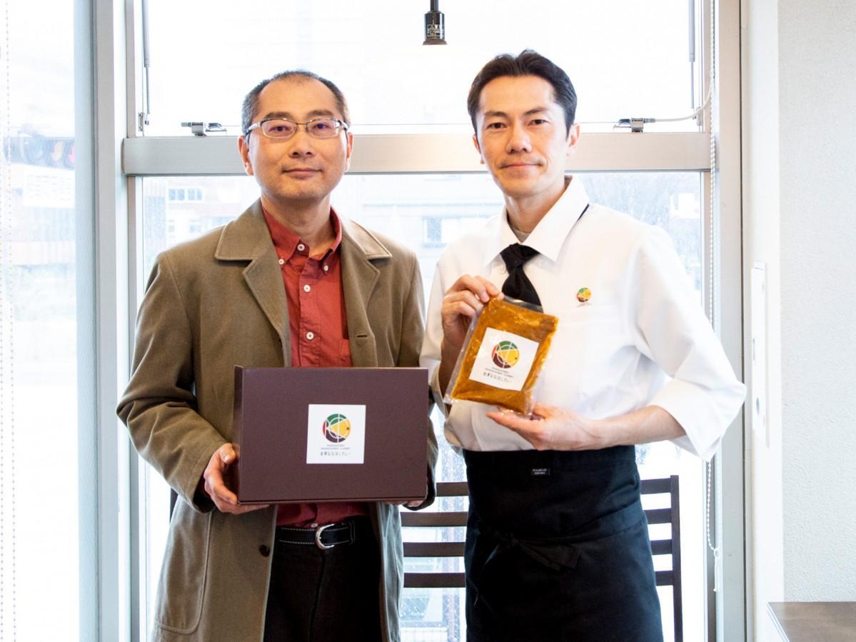 店主の西橋俊光さん(右)と運営サポーターの金澤美粋プロジェクト・安久豊司(左)さん