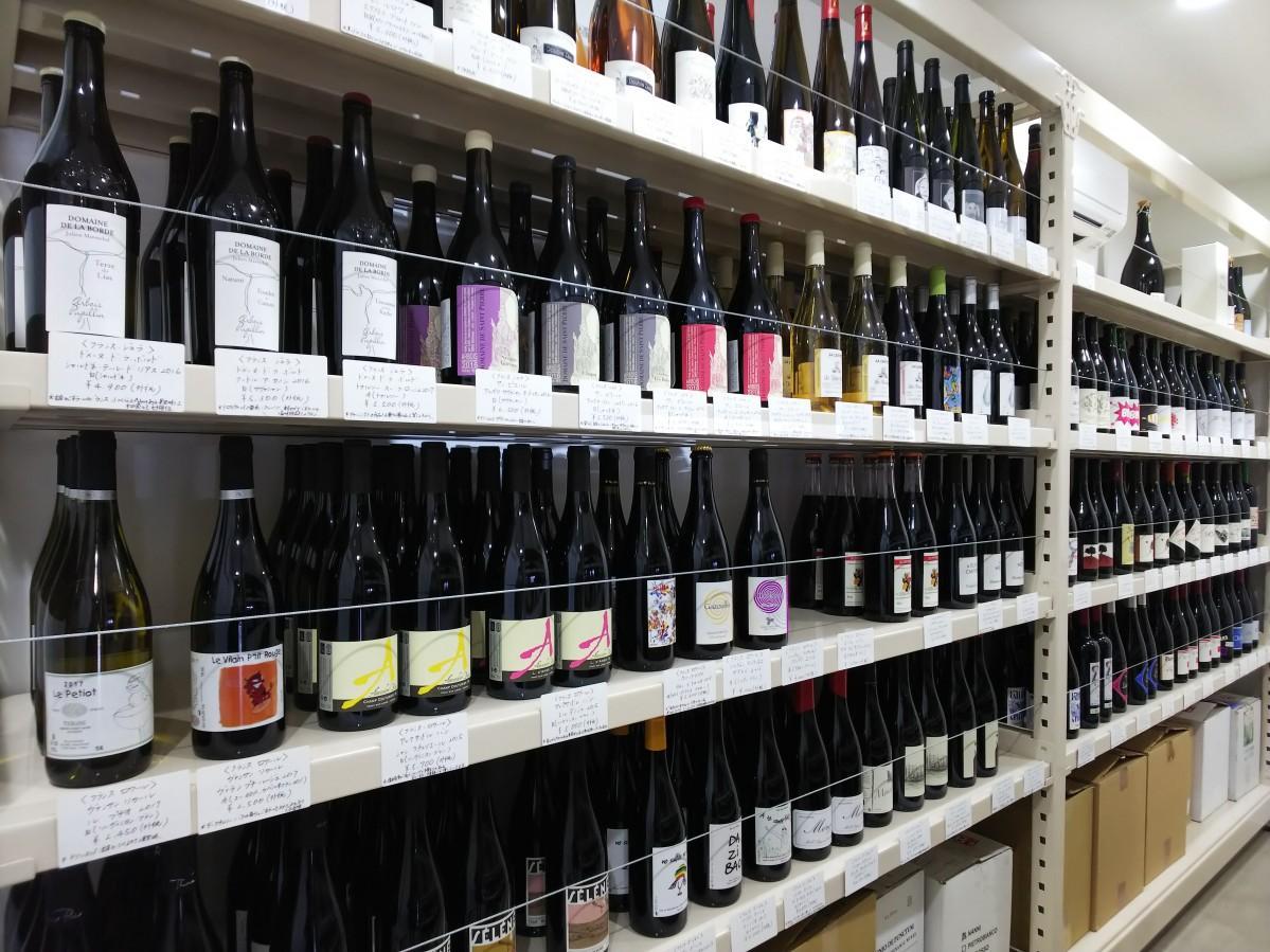 250種類前後のナチュラルワインが並ぶ