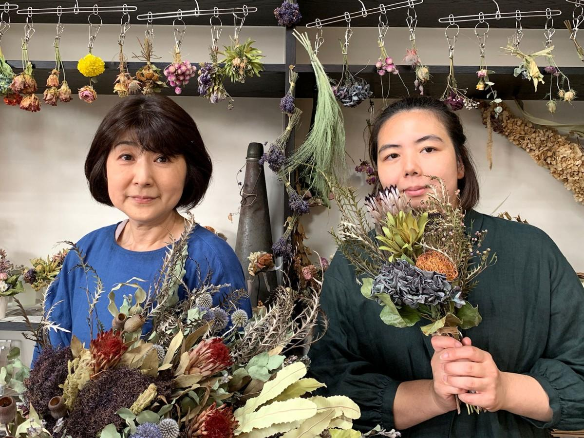 角村麻里さんと女性スタッフ