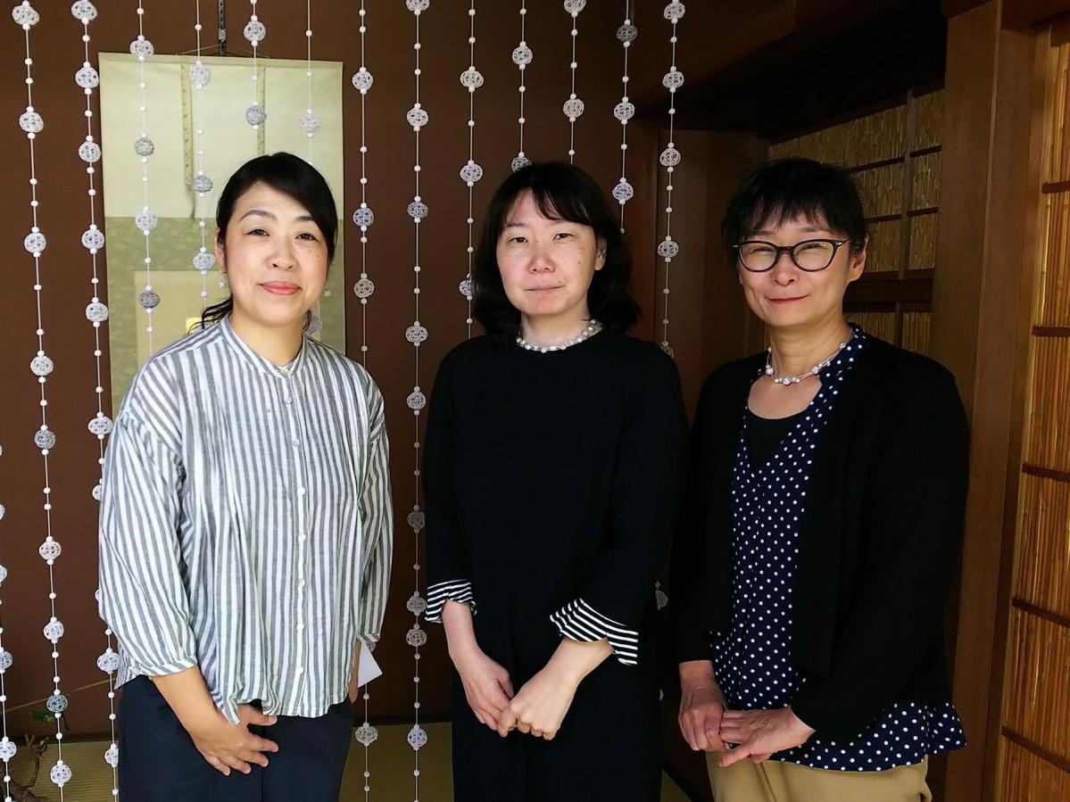 同展を主催する自遊花人の廣瀬さんとスタッフの皆さん