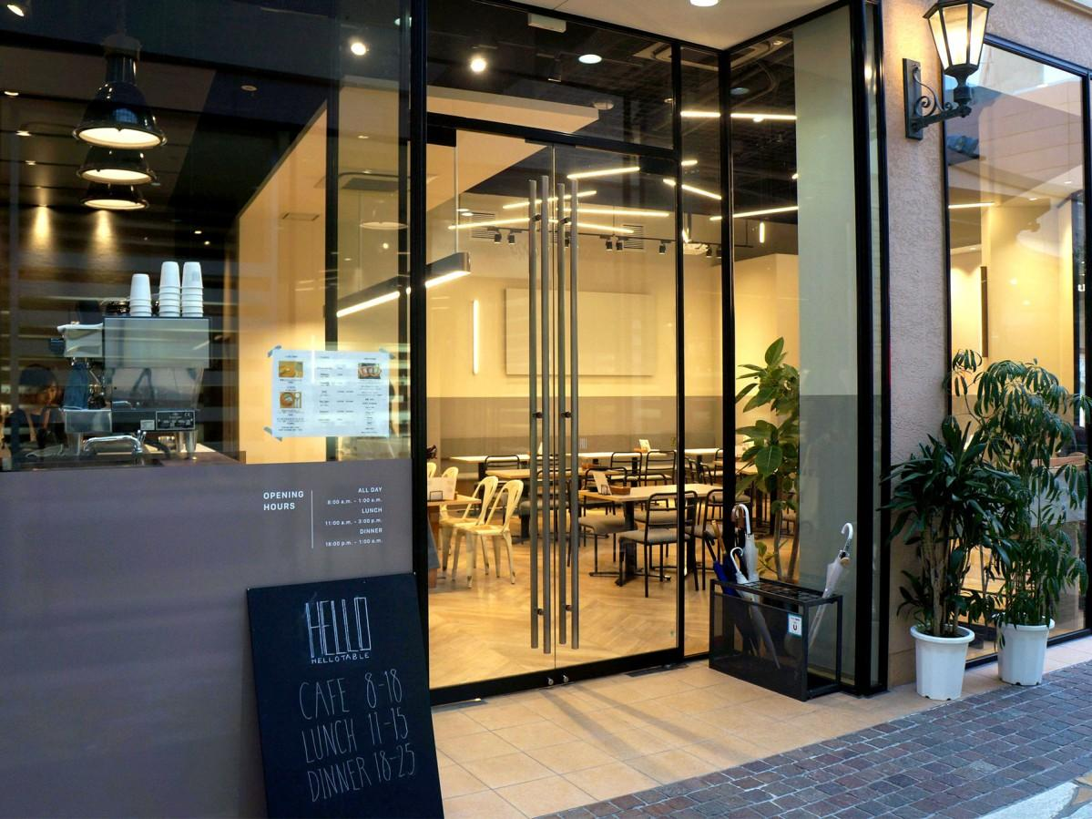 金沢にオープンしたカフェ&バル「HELLO TABLE」の外観