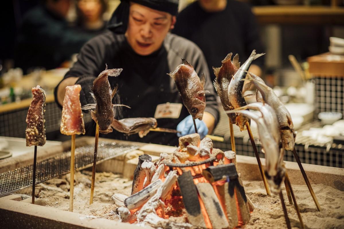 「金澤ととと」看板料理の原始焼き