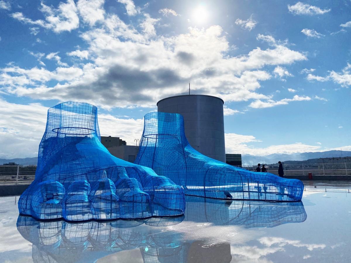 香林坊東急スクエア屋上「KAMU sky」に展示された久保寛子さんの大型作品