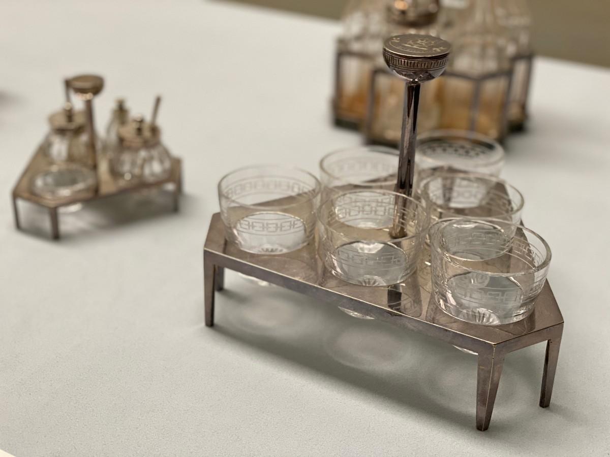 モダン・デザインの先駆者、クリストファー・ドレッサーの「薬味台」