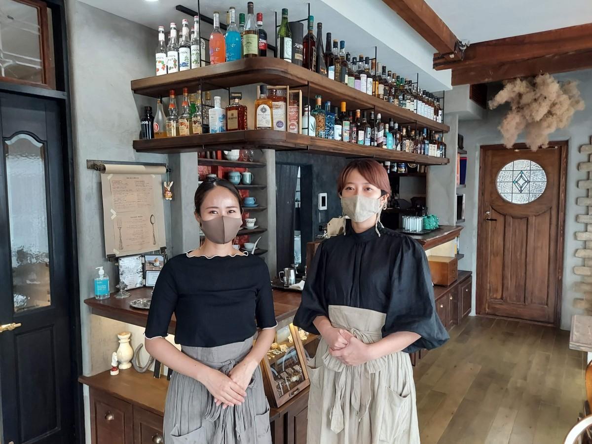「UTENA」を営む里保さん(左)・由華さん(右)姉妹
