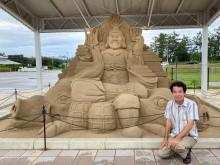 千里浜海岸そば「道の駅 のと千里浜」に毘沙門天の大砂像完成 疫病退散へ願い