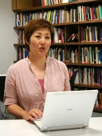 「PetFinder(ペットファインダー)」を主催する阿部麻紀子さん。ウェブプロデューサーとしてソーシャルビューワアプリの開発に携わっている