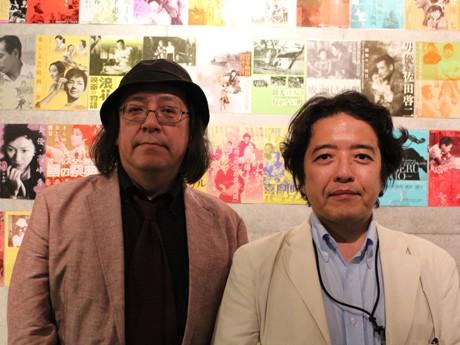 唐沢俊一さん(左)と芦辺拓さん(右)。トークイベントでは、日本のミステリー映画の楽しみ方を語ってくれた