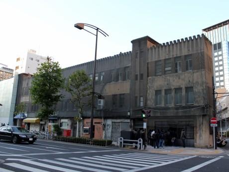 関東大震災復興のシンボル「九段下ビル」の解体進む-94年の歴史に幕