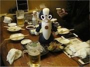 神田の居酒屋に「飲みニケーションロボット席」 宴会の会話に参加、顔認識も
