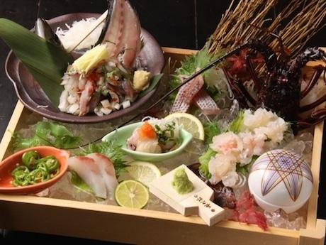 鮮魚や「五島豚」「五島牛」など五島市の食材を使った料理を提供