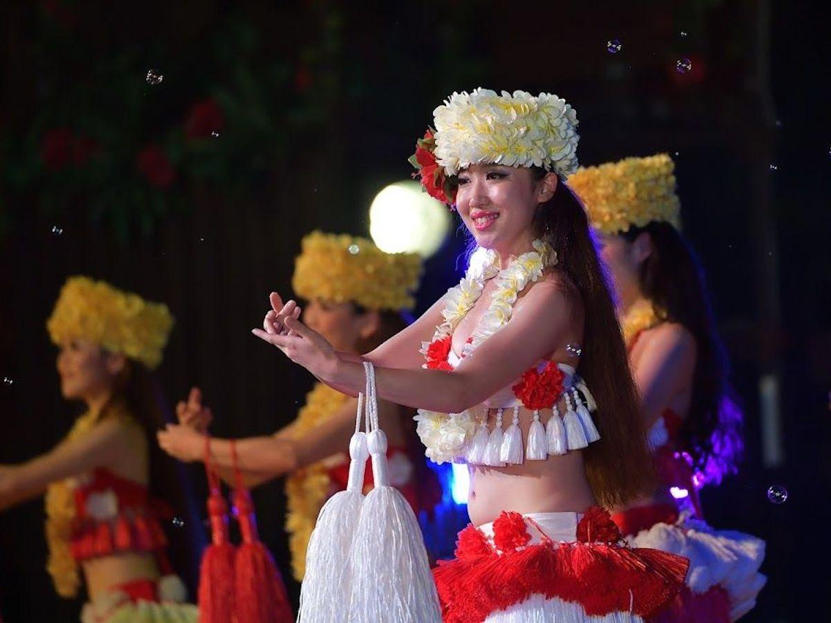 スパリゾートハワイアンズによるフラダンスなども