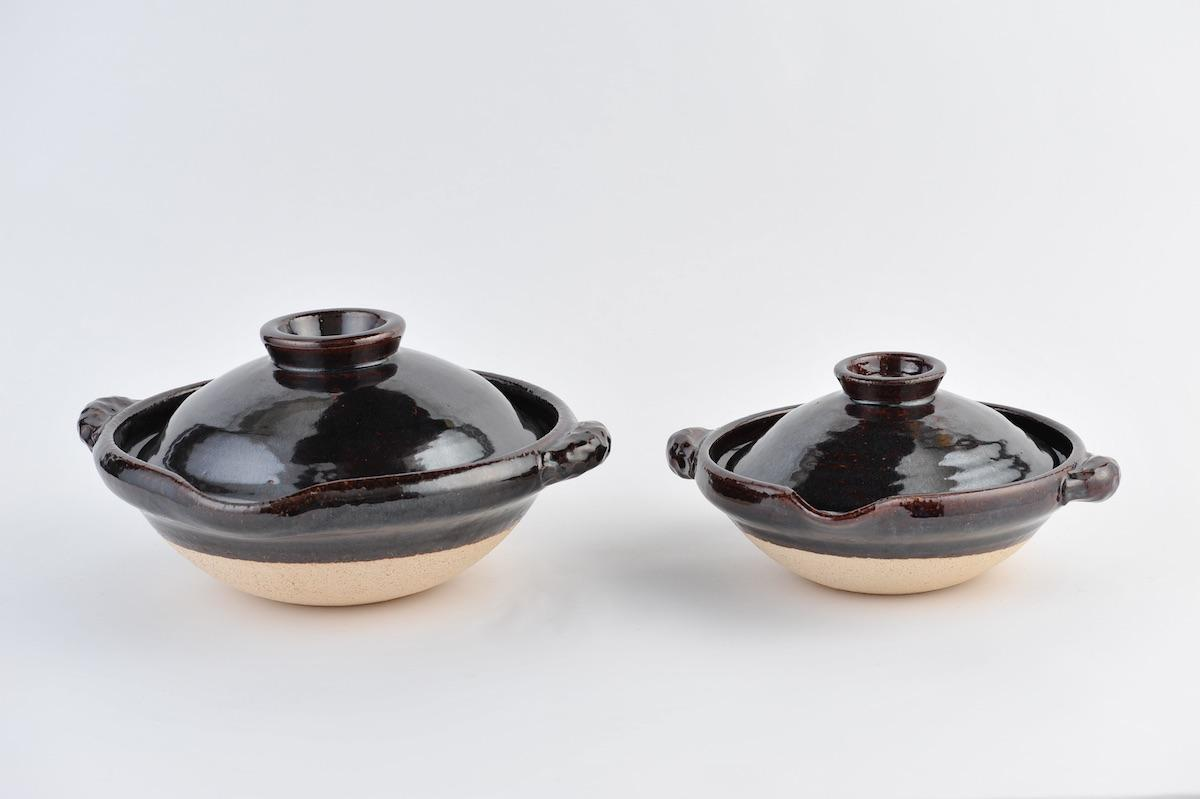 くじの景品として用意する伊賀の窯元・土楽の土鍋。「ほぼ日」のWEBサイトでも販売している商品
