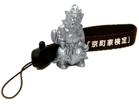 写真=京町家検定上級編合格者に送られる鍾馗さん携帯ストラップ(非売品)