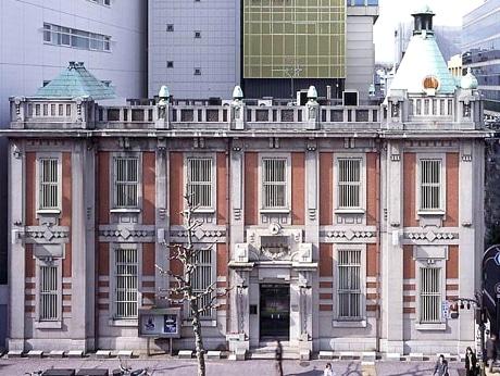 旧北國銀行の建物を修復した、複合商業施設「フローイングカラスマ」が4月初旬にオープンする。