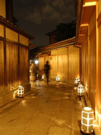 「京都・東山花灯路」が3月10日より開催中。東山が「灯り」で彩られる。