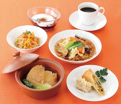 リニューアルオープン記念の「ふかひれランチ」。2月17日~3月19日の期間限定で、多彩なふかひれ料理を堪能できる。
